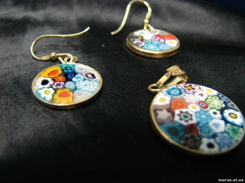 Отдельно или в комплекте украшения из муранского стекла миллефиори освежат и простой и дорогой наряд. .